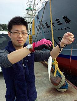 釣りを楽しむ田中さん