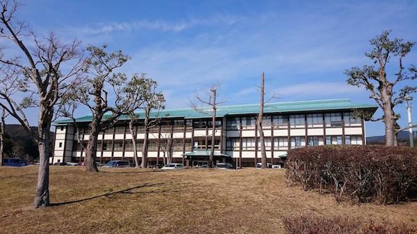 清流と緑に囲まれた「南国オフィスパーク」の中に、高知A.I.ラボはある