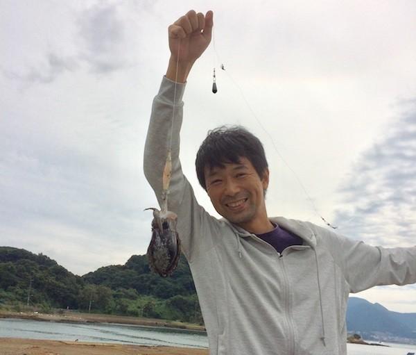 休日には子どもたちとイカ釣りを楽しんでいる