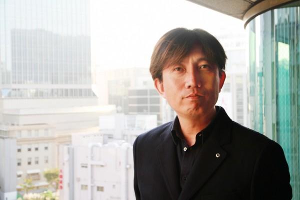 1970年兵庫県生まれ。大阪経済大学卒業後、株式会社協和エクシオに入社。2001年にITベンチャー企業へ移籍し、執行役員に就任。2003年に独立し、システム開発、アプリケーション開発、ウェブデザイン業務、ITコンサルティングを手がける株式会社ジェニオを設立。事業拡大と地方創生への貢献に向けた取り組みの一環として、2017年9月に同社のサテライトオフィス「三好ラボ(四国支店)」を徳島県三好市の旧旅館内に開設。