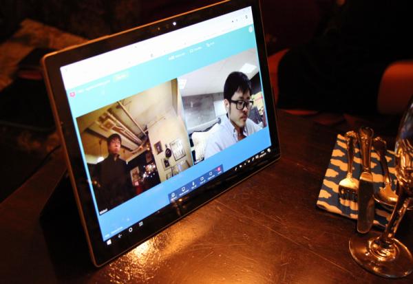 久手堅さんはオンライン会議システムで参加